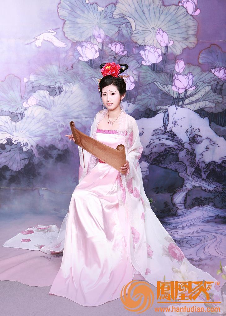 汉式婚服 :唐朝大袖衫