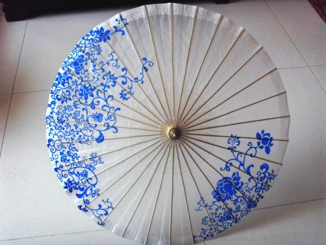 中国古典青花油纸伞
