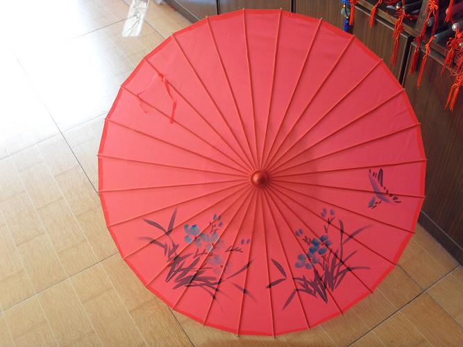 工艺伞 手绘花鸟绸布 图案:花鸟图 材质:竹子,稠布 尺寸:伞面直径84