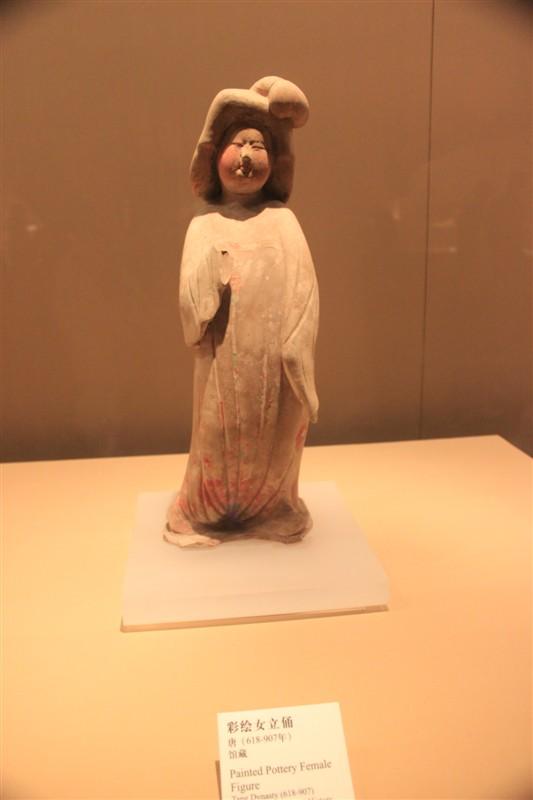 唐代彩绘女立俑