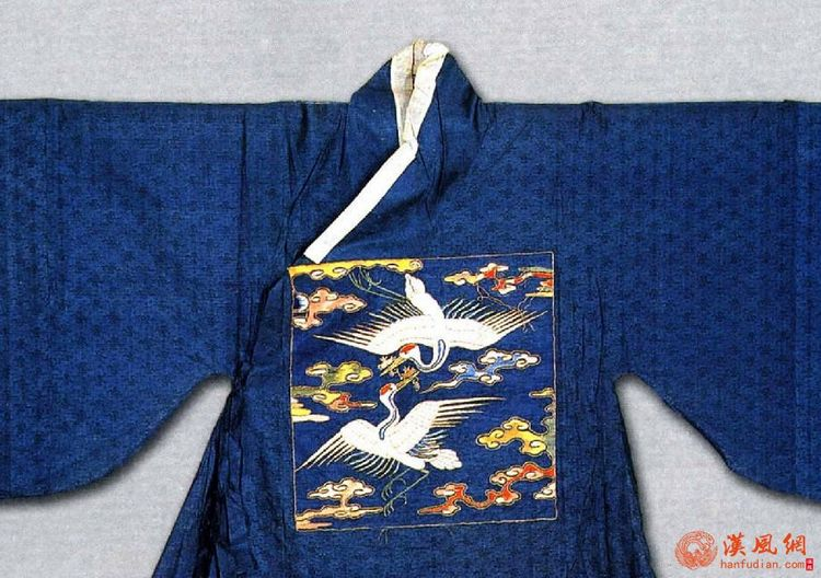孔府旧藏--蓝暗花纱缀绣仙鹤交领补服