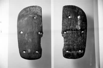 慈湖新石器时代遗址出土木屐实物图