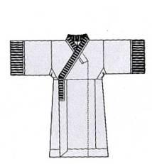 图六:绢面绵衣(示意图),短宽袖,条纹缘饰,湖北江陵马山一号楚墓
