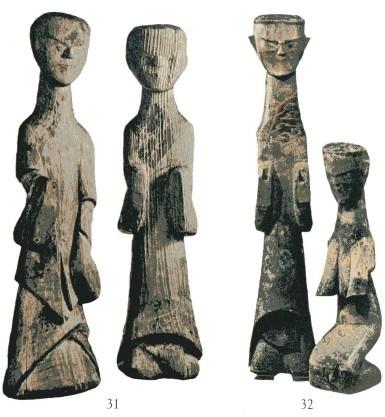 战国时代男子木俑袿衣