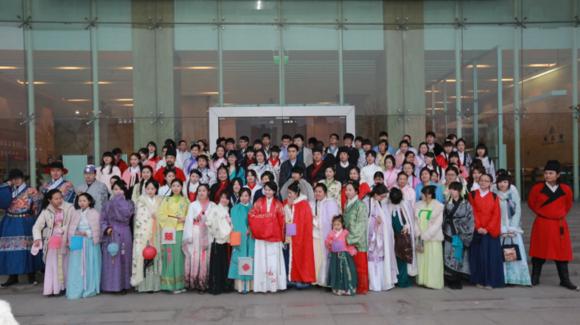 西安举办上元灯节汉服活动