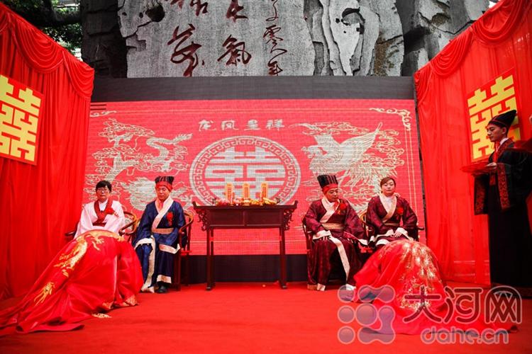 河南一对新人举行汉服婚礼 传承孝道文化