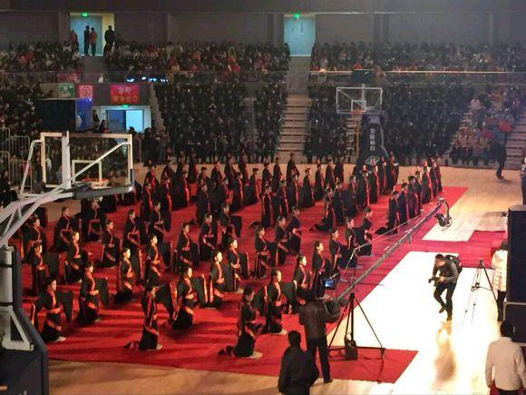 湖南衡阳师范学院为百名大学生举办汉服传统成人礼