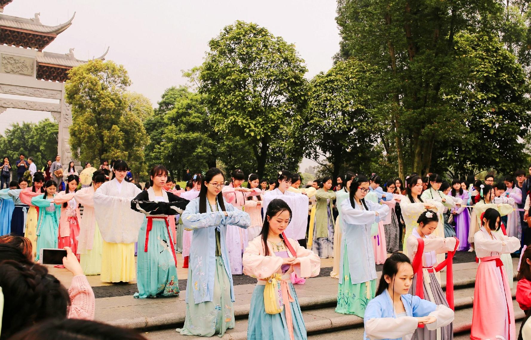 广州举办花朝节汉服活动