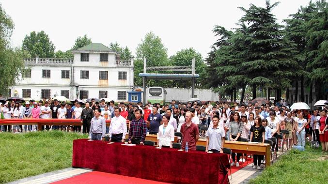 端午节纪念屈原经典吟诵会在安徽师范大学隆重举行,栖凤阁汉服作为支持单位提供了102套汉服。