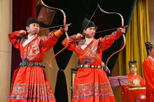 首届中华传统文化与两岸社会发展研讨会在曲阜开幕